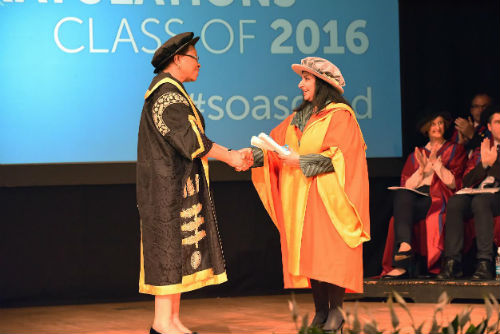 Imtiaz Dharker accepting award from SOAS President Graça Machel