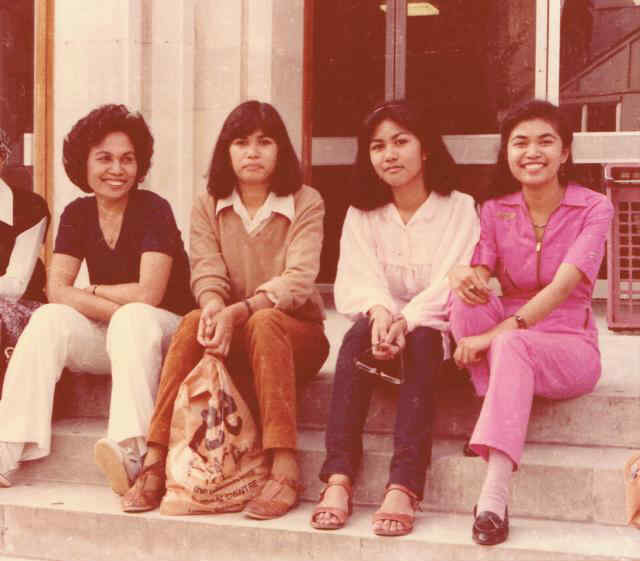 Dewi Anwar at SOAS in the Summer of 1981. Left to right: Dewi's mother Mrs. Wahidar Anwar, Dewi's sisters Danti, Desi and Dewi in the pink jump suit.