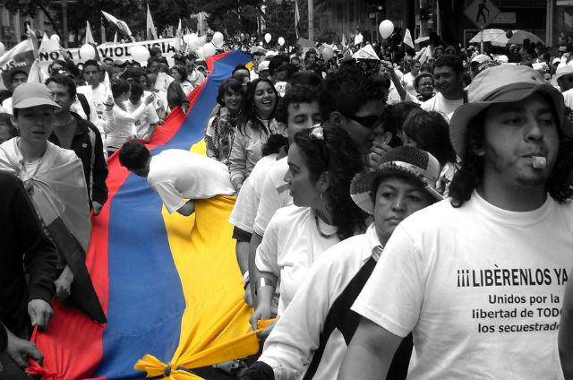 Colombians march for the freedom of people kidnapped by the FARC and the ELN. Photo by Marco Suárez courtesy of Wikimedia Commons.