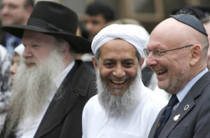 """Community activist Shiraz Kothia (C) and Brian Bloom of the Association of ex-Servicemen and Women (R) smile at the launch of the """"We Stand Together"""" campaign at the London Central Mosque, in London March 8, 2015. The campaign which launched on Sunday aims to celebrate diversity and to help build a stronger and safer Britain.    REUTERS/Peter Nicholls (BRITAIN  - Tags: RELIGION SOCIETY)   - RTR4SIIK"""