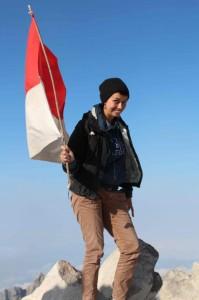 Sarah Watt with Indonesian Flag on top of volcano